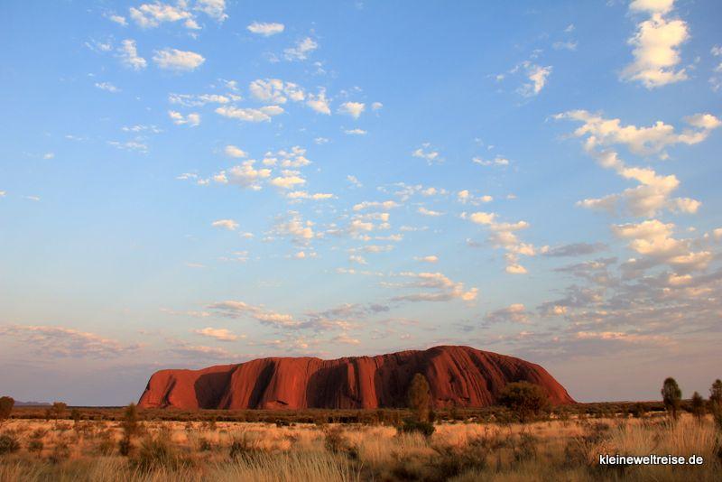 der Uluru bei Sonnenaufgang