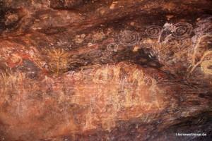 Höhle mit Zeichnungen am Uluru