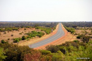 schnurgerade Straße im Outback