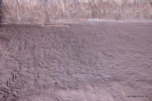Zeichnung einer Geschichte im Sand