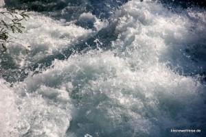 tosendes Wasser