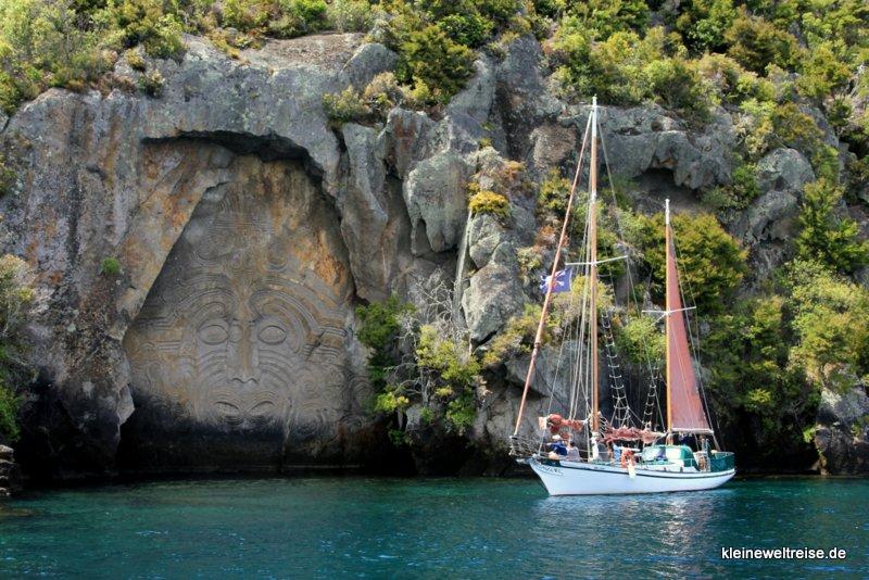 Maori Steinschnitzerei am Lake Taupo