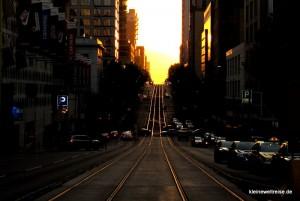 Schienen der Tram am Abend