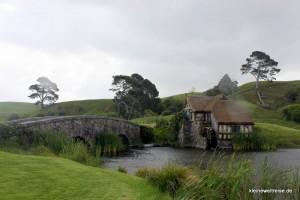 die Mühle und die Brücke bei Regen