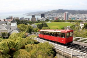 Cable Car vor Aussicht in Wellington