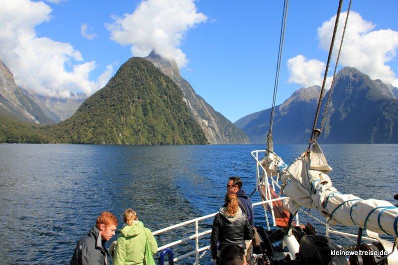 Das Boot legt ab, Hintergund: Mitre Peak