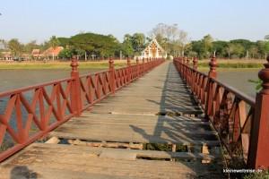 über diese Brücke sind wir mit dem Rad gefahren