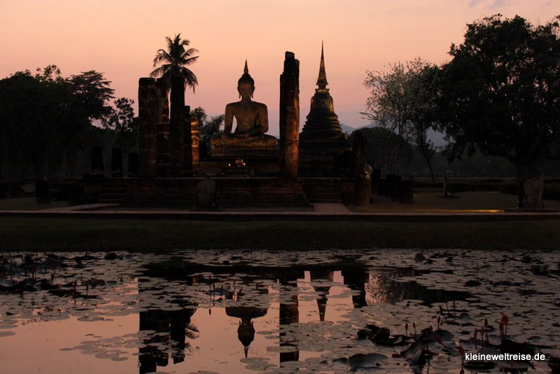 Buddha bei Sonnenuntergang