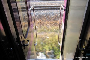 offene Tür im Zug