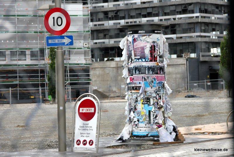 Litfasssäule in Christchurch - seit den Erdbeben nichts passiert