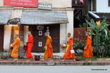 die morgendliche Prozession der Mönche