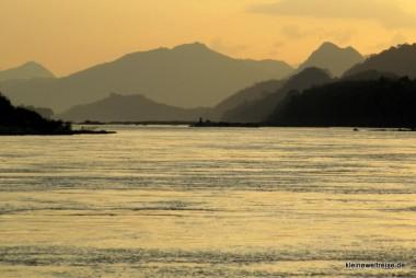 Sonnenunergang am Fluss