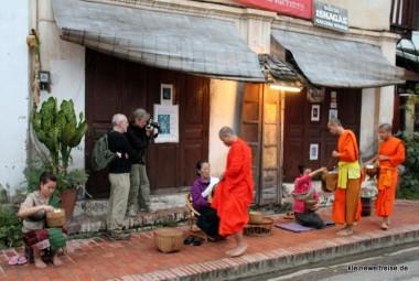 Locals, Fotografen und Mönche