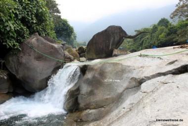 der Elefantenfelsen am Wasserfall