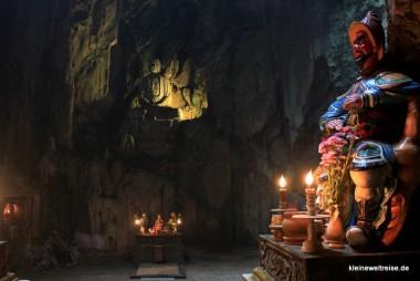 Buddha in der Höhle