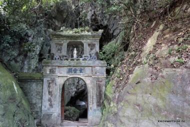 Eingang in den Fels