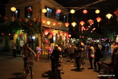 Kreuzng in Hoi An bei Nacht