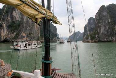 Es geht los mit dem Boot in die Halong Bay