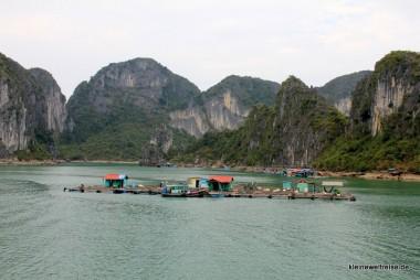 Fischerhütten in der Bucht