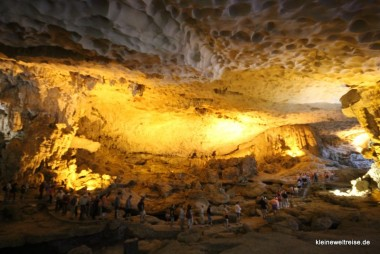 mit hundert Anderen in der Höhle