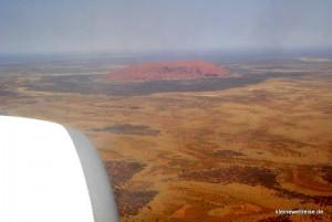 Anflug über dem Uluru