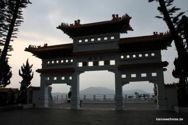 Tempeltor mit Aussicht