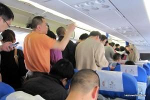 alle fertig zum Verlassen des Flugzeugs
