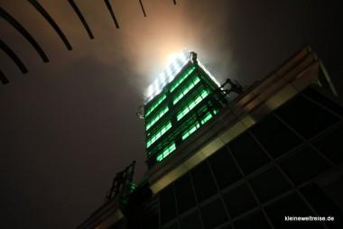 Spitze des Taipei 101 im Nebel