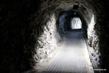 der Tunnel zum Shrine