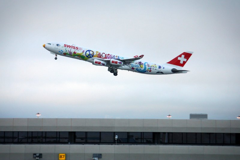 Swiss Airbus A340 in Flower Power Lackierung