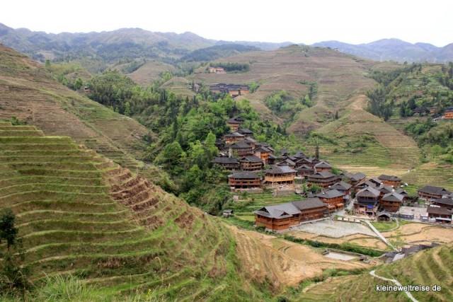 Holzhäuser der Dörfer in den Reisterrassen