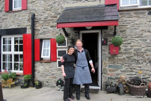Kieran und Kollegin vor Nancys Barn