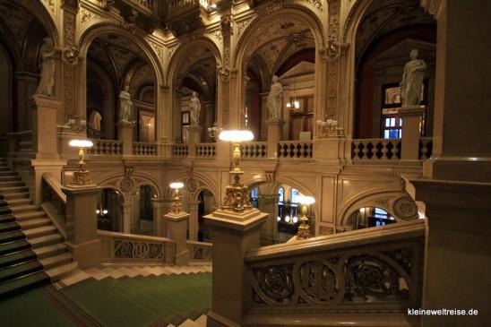 Die Treppe der Wiener Staatsoper