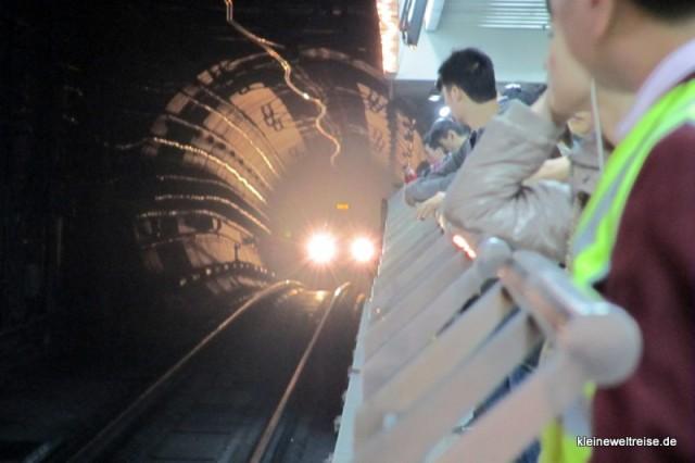 im Tunnel der Metro