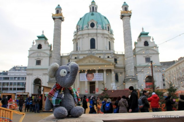 Fanta vor der Karlskirche