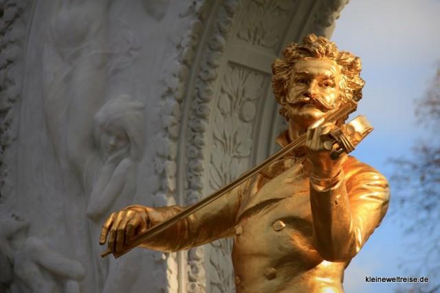 der goldene Strauß