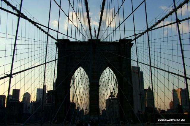 blaue stunde an der Brooklyn Bridge