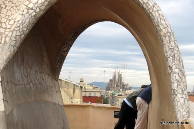 Casa Mila Barcelona mit Menschen