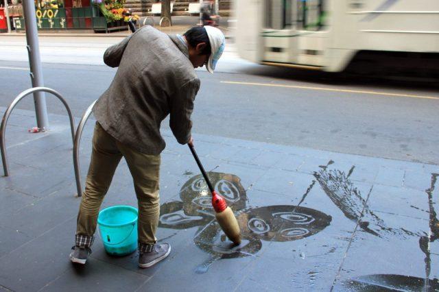 Kunst mit Wischmob in Melbourne