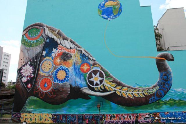 Elefant mit Ballon